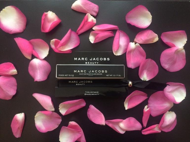 mascara marc jacobs beauty velvet noir volume spectaculaire elle avril 2016