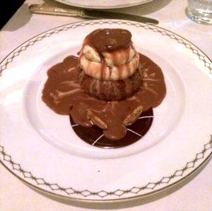 restaurant peninsula paris le lobby dessert chou chocolat