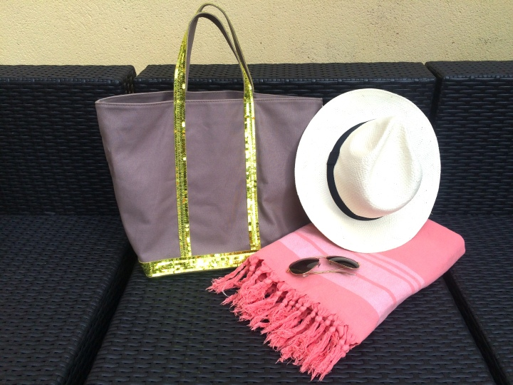what's in my beach bag essentials chapeau fouta sac vanessa bruno