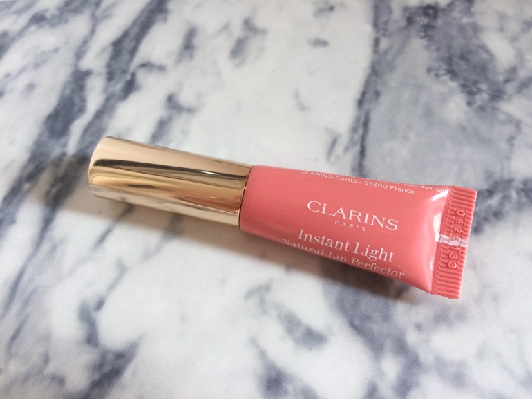 produit lèvres hydratant instant light natural lip perfector embellisseur clarins