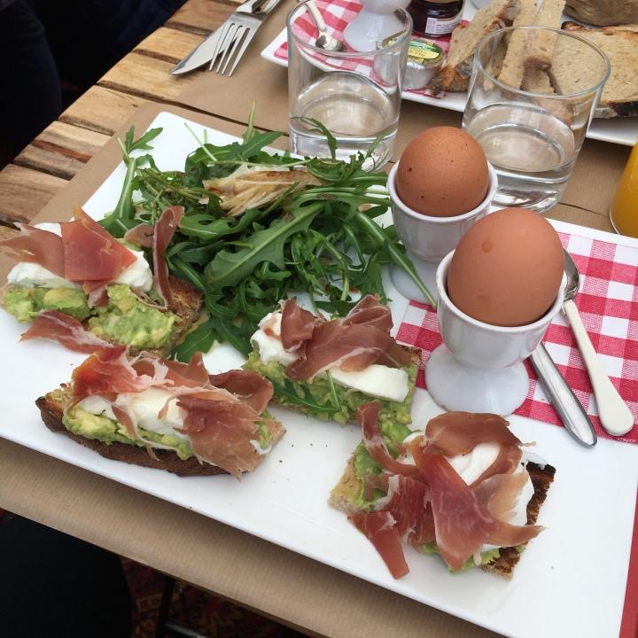 avis brunch café de gally avocado toast
